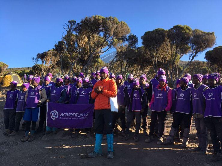 Het team met alle dragers dat ons begeleidde op de Kilimanjaro