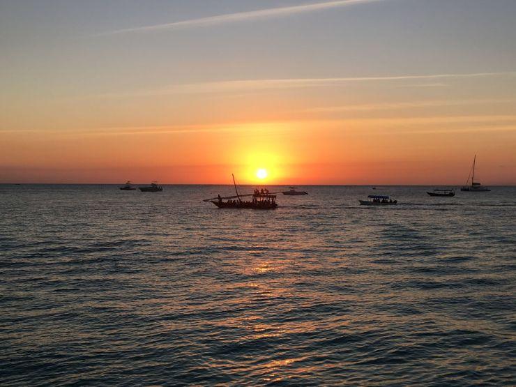 Zonsondergang tijdens happy hour op Zanzibar