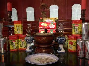 hanoi tempel offering